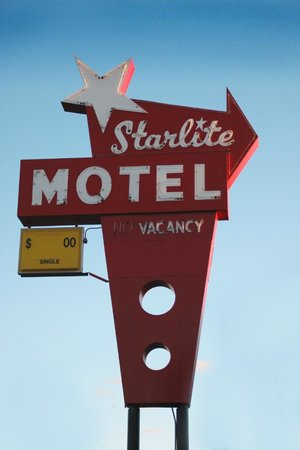 Starlite Motel: Sign