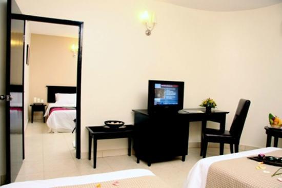 Suria City Hotel Johor Bahru: Connecting Room