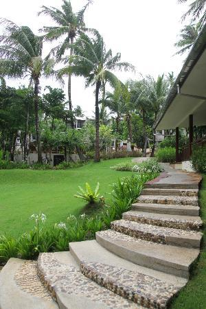Horizon Karon Beach Resort & Spa: Road to Rooms