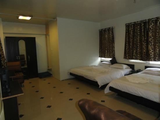 Hotel T.A.P. Gold Crest: inside room