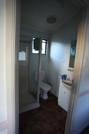 Cooper Cabins: Our bathroom