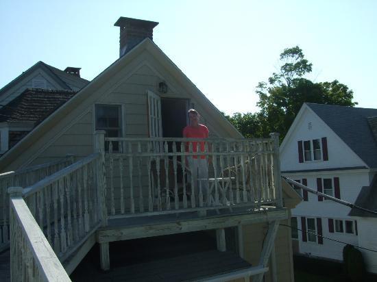 Bar Harbor Castlemaine Inn B&B : The little balcony at the rear of our room.Rather cute.