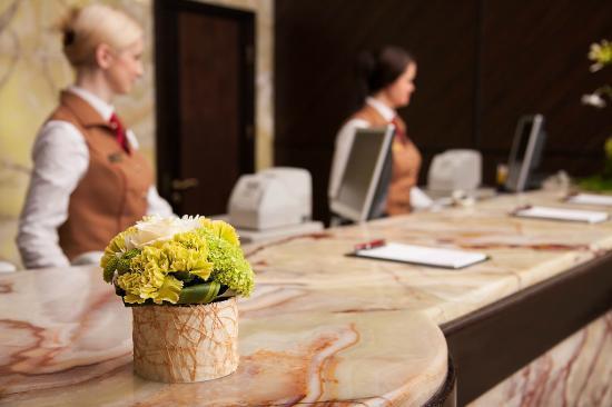 Khreschatyk Hotel: Reception