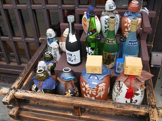 Takayama, Japan: 上三之町の造り酒屋の店頭