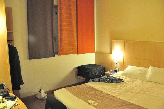 Ibis Milano Centro: decent room