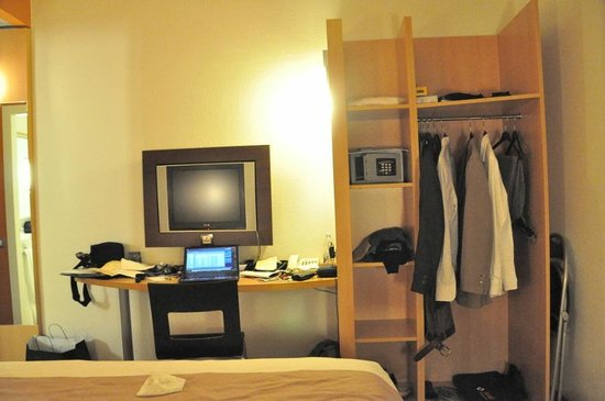 Ibis Milano Centro: has almost all necessities