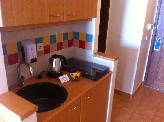 Pestana Ocean Bay Hotel: kitchen in hotel room