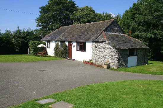 Wringworthy Cottages: Apple cottage with fantastic valley views