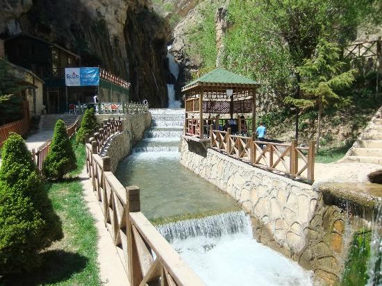 Tiryandafil Hotel: A beautiful waterfall in Darende (not part of the hotel)