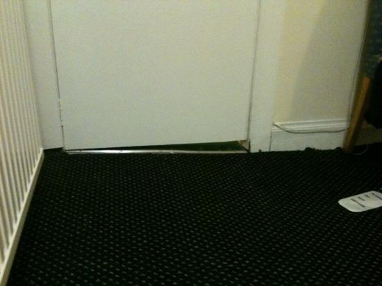 Merith House Hotel: nice level floor.....not!