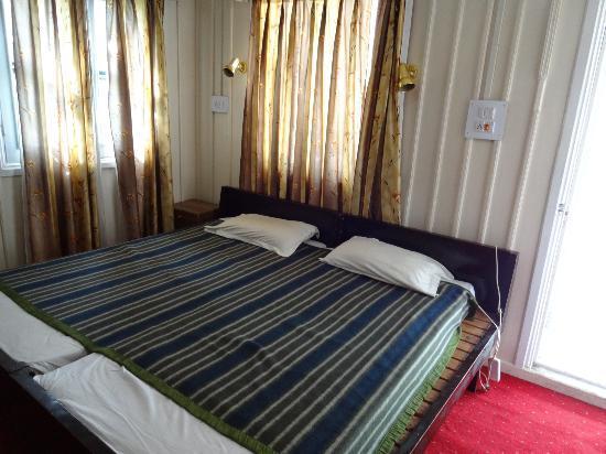 JKTDC Pahalgaon Huts: bed room