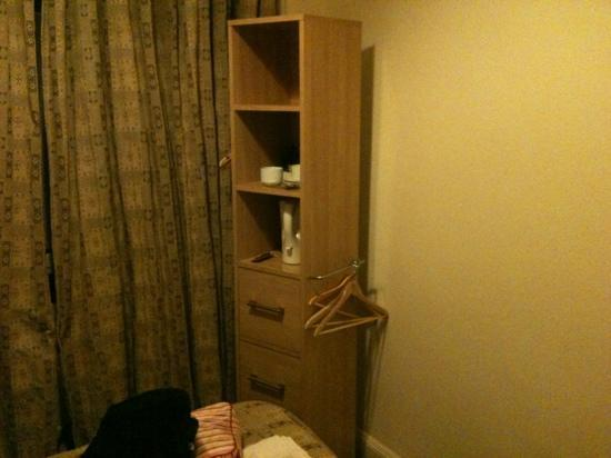 Merith House Hotel: spacious wardrobe!