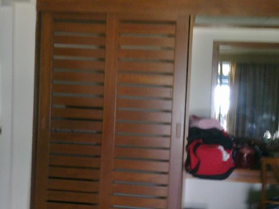 Kantary Bay, Phuket: closet