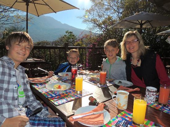 Old Joe's Kaia: Frühstück auf der Sonnenterrasse