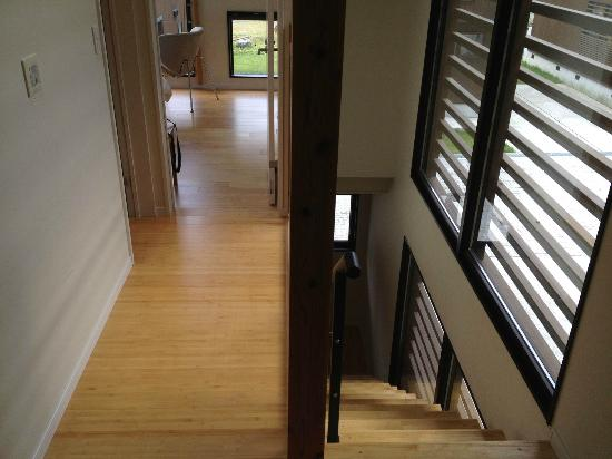 Gakuto Villas: Second-floor hallway and stairs