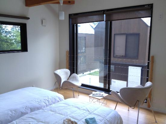 Gakuto Villas: Second-floor twin bedroom