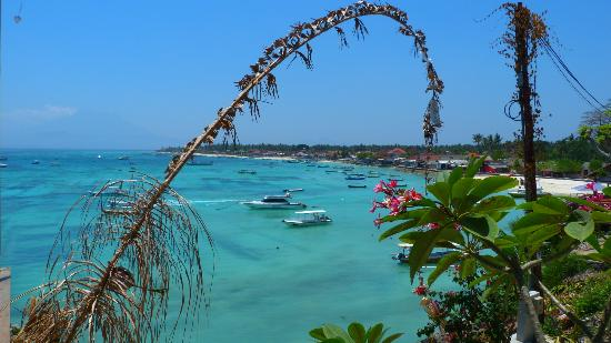 Lembongan Cliff Villas: views on walk track to town