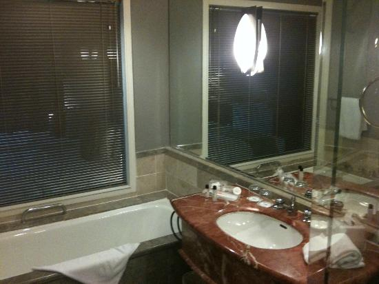 Thistle Johor Bahru: Inside the bathroom