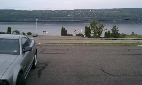 Gorgeous View Motel: Seneca Lake view