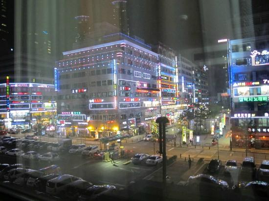Ramada Hotel Dongtan: View outside 1