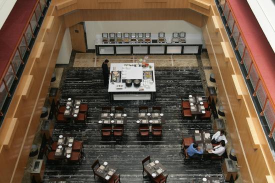 Hotel Saffron Kiran: Bird Eye View Coffee Shop - WOODPECKER