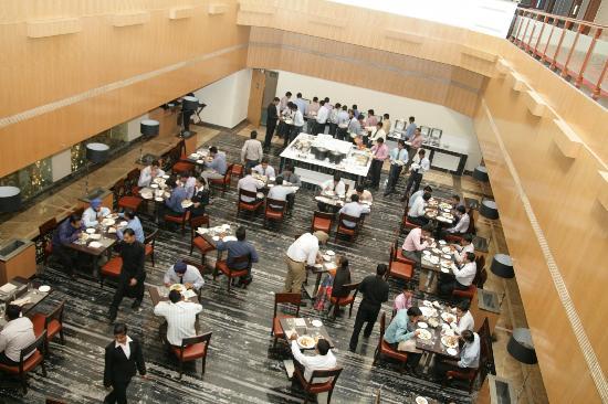 Hotel Saffron Kiran: Coffee Shop - WOODPECKER