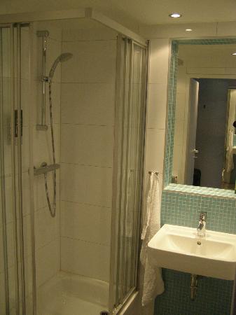 MEININGER Hotel Wien Downtown Franz: bathroom