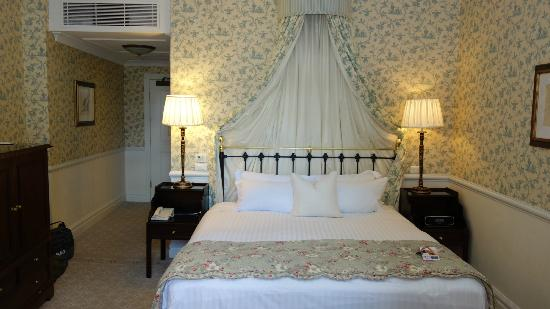 Lilianfels Resort & Spa - Blue Mountains: King sized bed