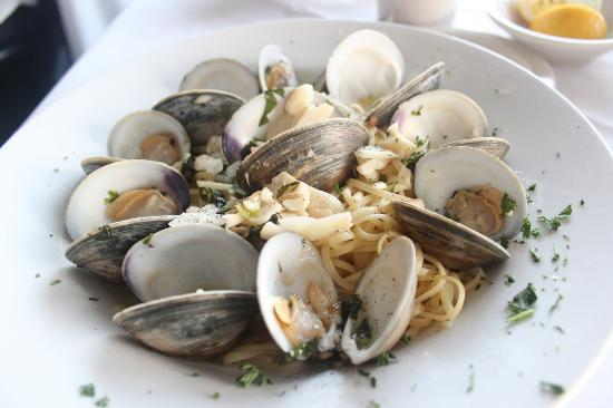 Porto Bello: Linguini with white clam sauce
