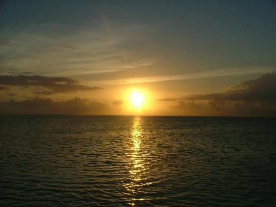 Upepo Boutique Beach Bungalows: sunrise