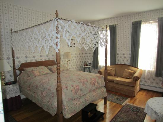 The Salem Inn: Room 15