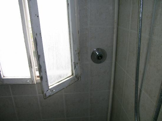 Hotel Colorado: scarico clima dentro la doccia