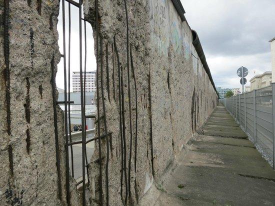 Berlijn, Duitsland: morceau du mur de Berlin: pas loin de checkpoint charlie