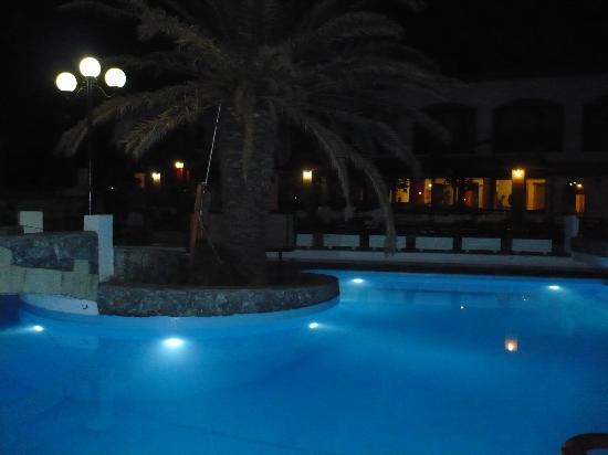 Kournas Village Beach Hotel: La notte