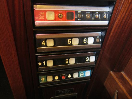 Sheraton Eatontown Hotel: Funky elevator bottons