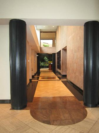 Sheraton Eatontown Hotel: Lobby corridor