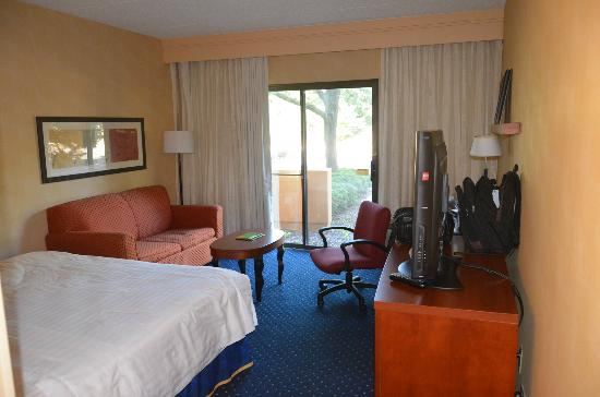 Courtyard by Marriott Chicago Oakbrook Terrace: Room