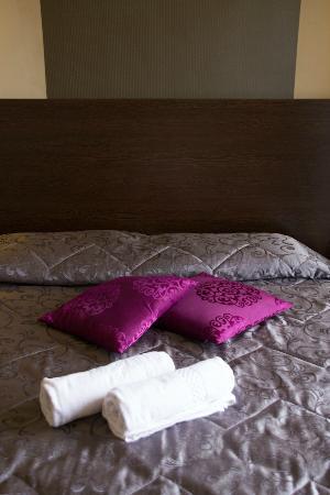 Carlton Hotel: bed