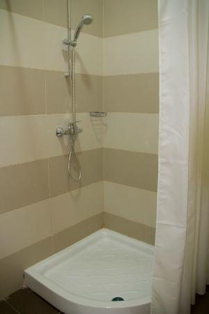 Carlton Hotel: shower