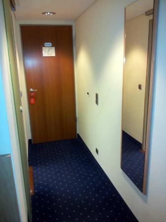Gustav-Stresemann-Institut e.V. : Eingangsbereich Zimmer