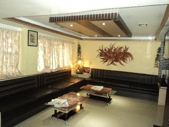 DE Santhosh Residency: Reception Hall