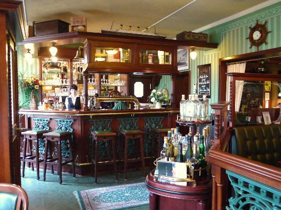 "Hotel Merkur: Bar in Hotelrestaurant ""Titanic"""
