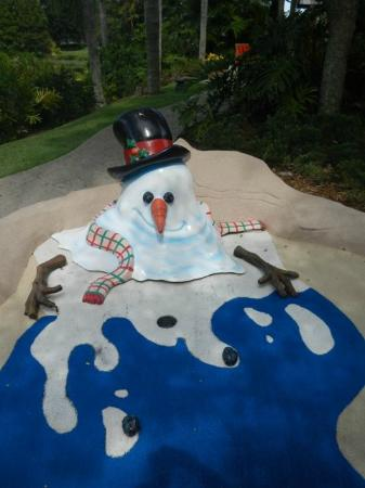 Disney's Winter Summerland Miniature Golf Course: Melting snowman
