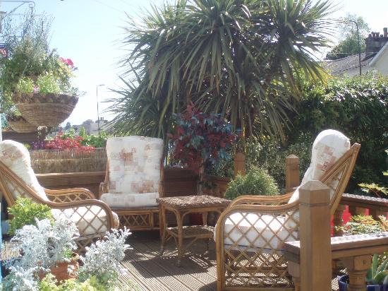 Garway Lodge: Relax on the Veranda