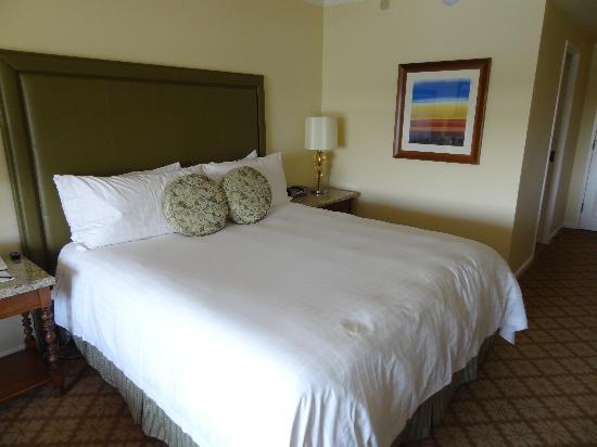Four Seasons Hotel Austin: Nice bed -- a little soft