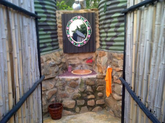 Nkwathle Bush Camp: Entrance of showers