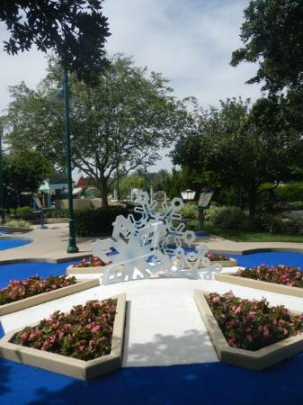 Disney's Fantasia Gardens Miniature Golf Course: Snowflakes