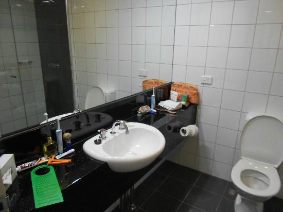 Darwin Central Hotel: Bathroom