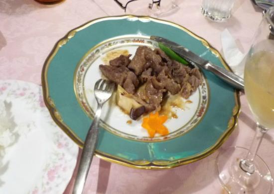 Pension Kulala: 夕食の肉料理は写真を撮るのを忘れれ食べかけました