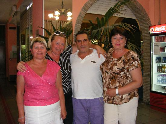 Hotel Marinella: Ах, как Антонио поет!